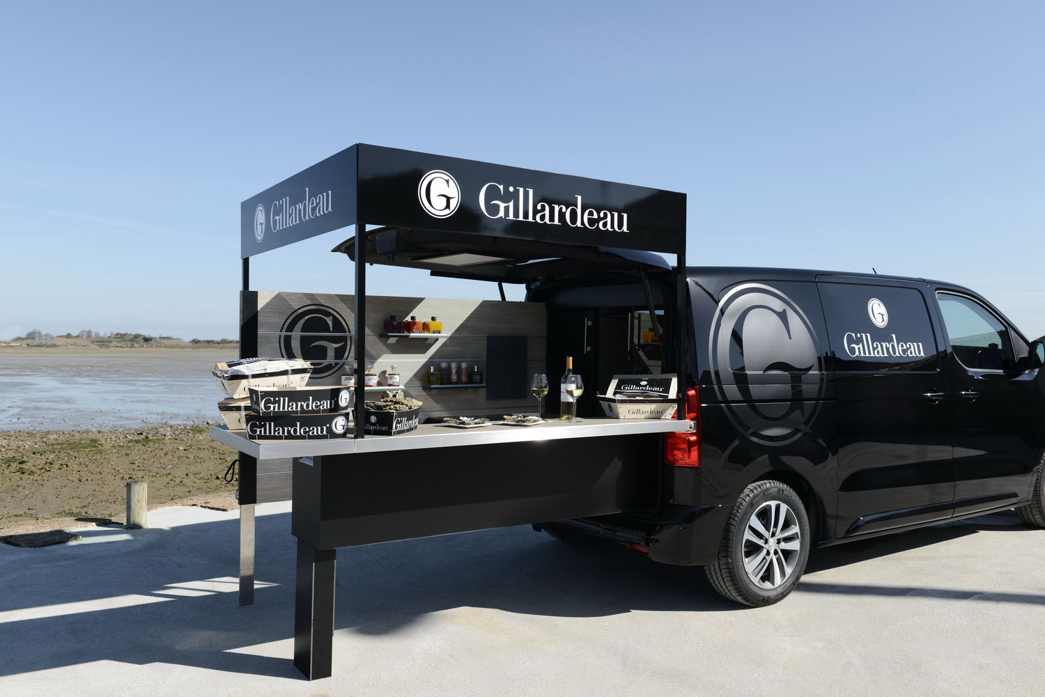 Gillardeau foodtruck transport peugeot design lab for Bar 96 food truck